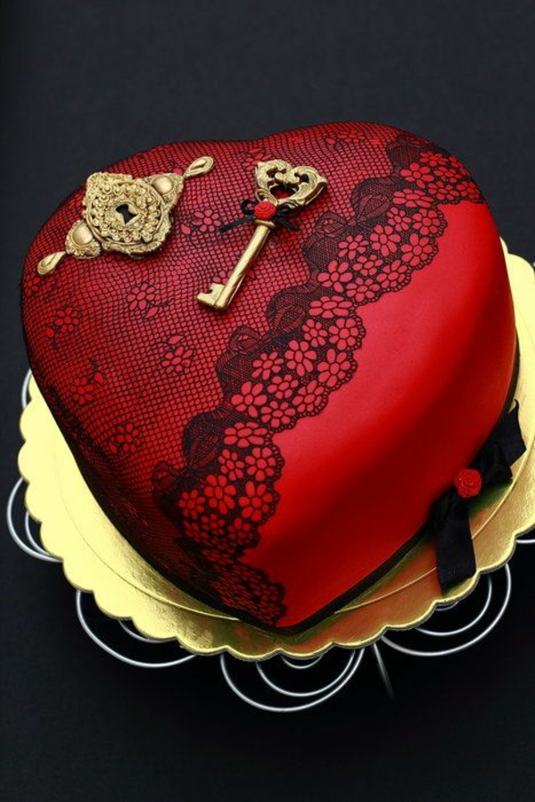 Valentinstagstorte Herzform Schlüssel Gold