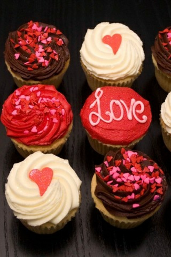 valentinstag torte love kleine herzen