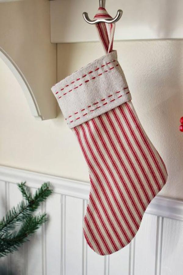 weihnachtsbasteleien nikolausstiefel nähen rot weiß streifenmuster