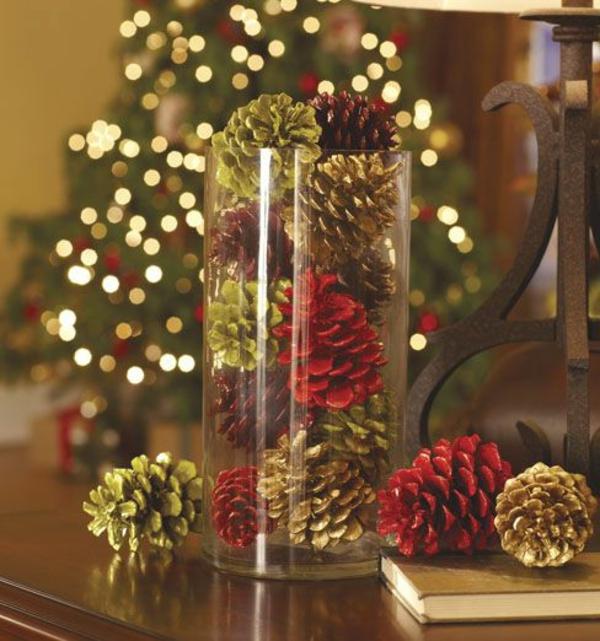 Weihnachtsdekoration elegante dekoideen mit zapfen for Centros de mesa navidenos elegantes