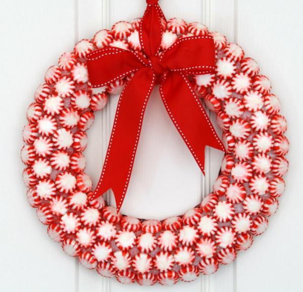 weihnachtsdeko ideen türkranz bonbons schleife