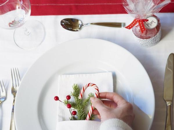 weihnachtsdekoration ideen tischdeko dezent zuckerstange