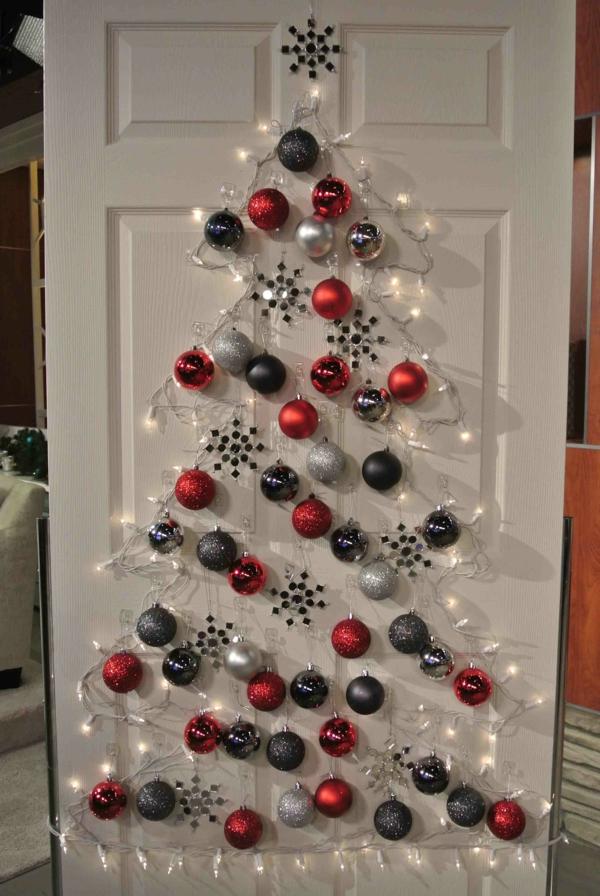 weihnachtsdekoration ideen weihnachtsbaum tür weihnachtskugeln
