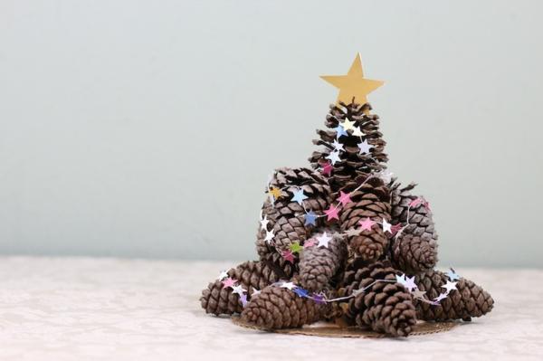 weihnachtsdeko weihnachtsbaum zapfen stern
