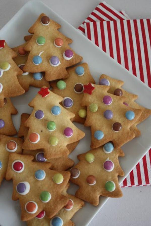 weihnachtsplätzchen einfach arangieren tannen deko