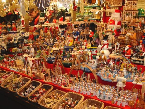 weihnachtsurlaub in deutschland weiihnachtsmarkt traditionelle figuren