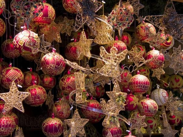 weihnachtsurlaub in deutschland-weiihnachtsmarkt-weihnachtskugeln-sterne