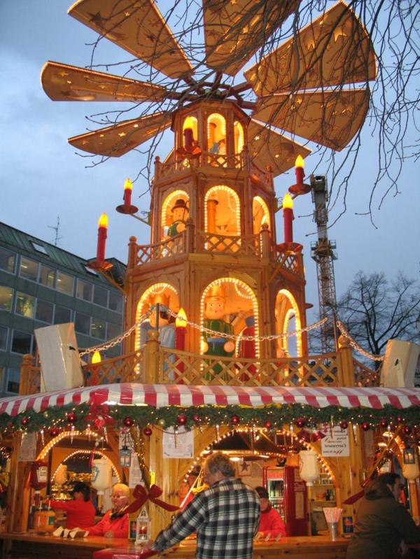 weihnachtsurlaub in deutschland weiihnachtsmarkt weihnachtspyramide