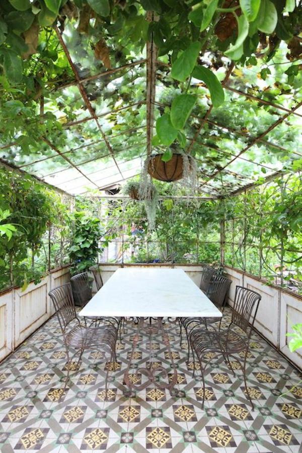 wintergarten selbstbau gartenhaus fliesenboden tisch