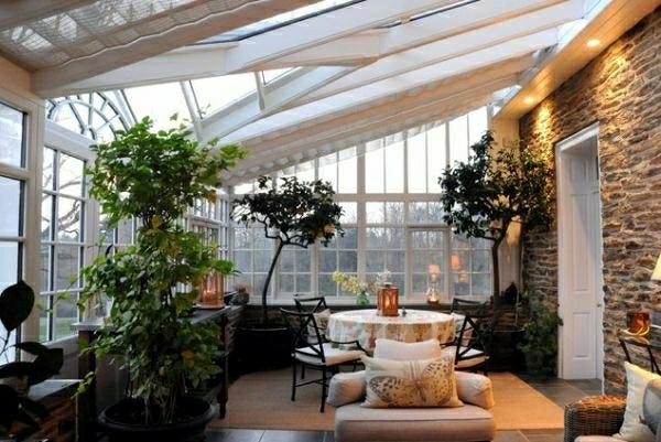 wintergarten terrassen ideen rattanmöbel holzboden terrasse zimmerpflanzen