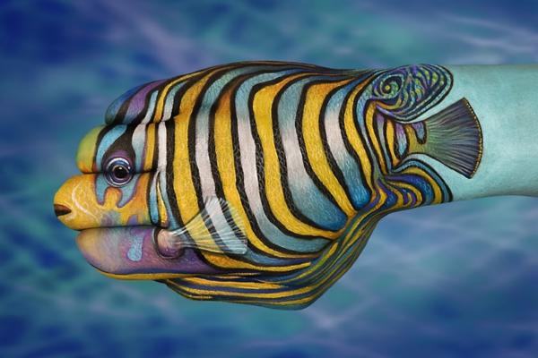 zeitgenössische kunst bunter fisch