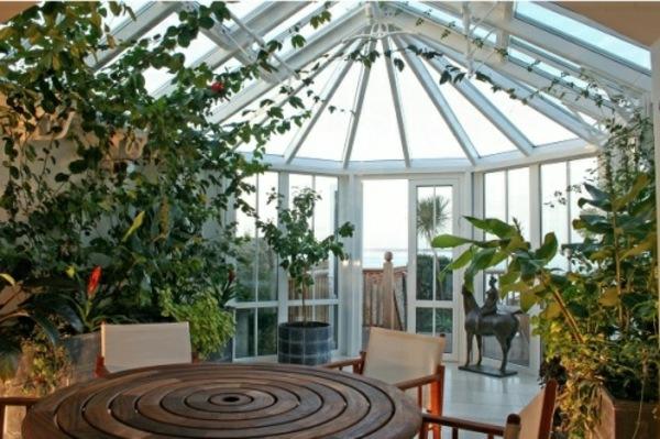 zimmergrünpflanzen glas überdachung wintergarten gestalten holzmöbel
