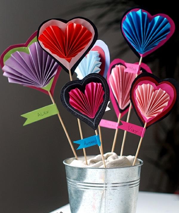 Basteln zum Valentinstag ausstellen papierherzen