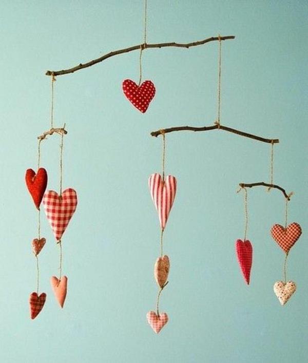 Basteln herzen Valentinstag baby mobilee