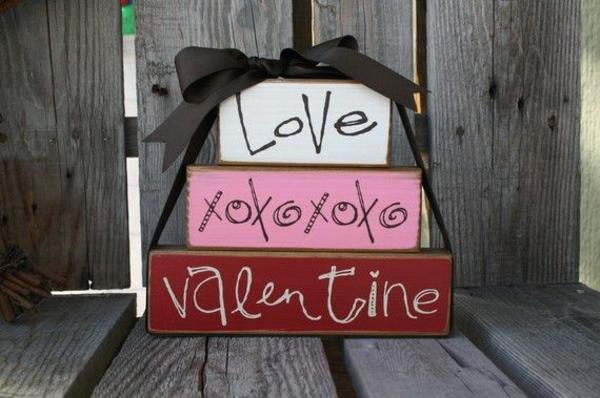 holzzaun Valentinstag umarmungen küsse