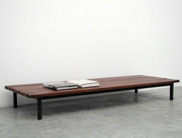 couchtisch aus holz moderne wohnzimmertische. Black Bedroom Furniture Sets. Home Design Ideas
