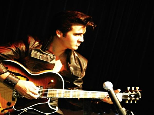 Elvis Presley lebenslauf der junge rockstar auf der szene