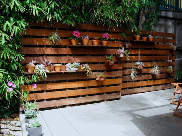 Gartenzäune regale blumentöpfe Holz ideen dunkel
