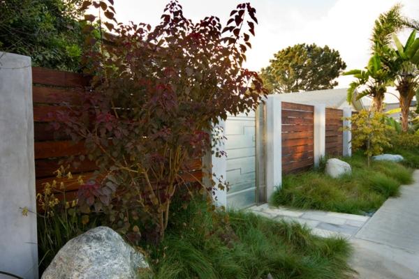 Gartenzäune fußweg betonplatten Holz ideen originell
