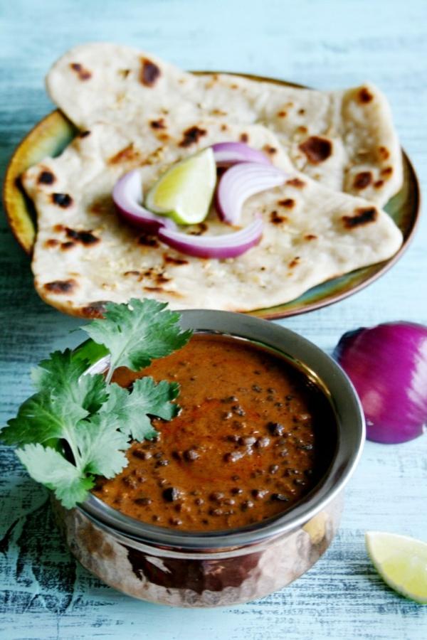 Indisch kochen indisches Essen dal linsensuppe brot naan