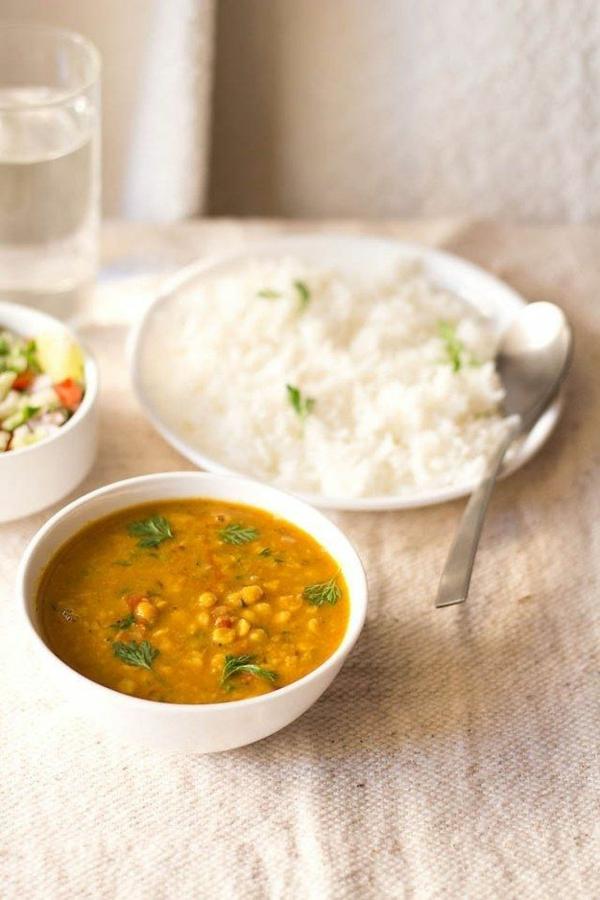 Indisch kochen indisches Essen reis linsensuppe