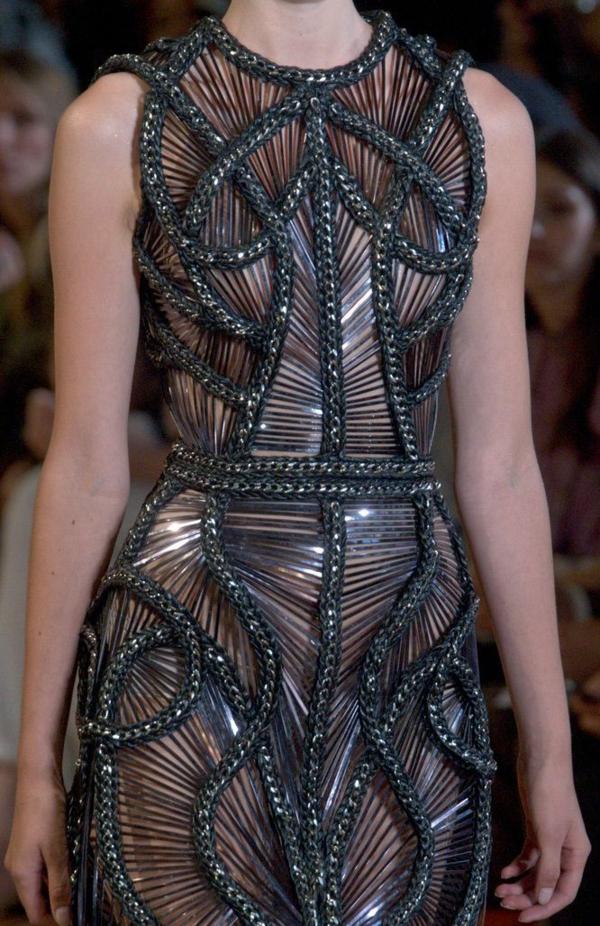 Kleid Silber abendkleid metall effekt schwarz akzent