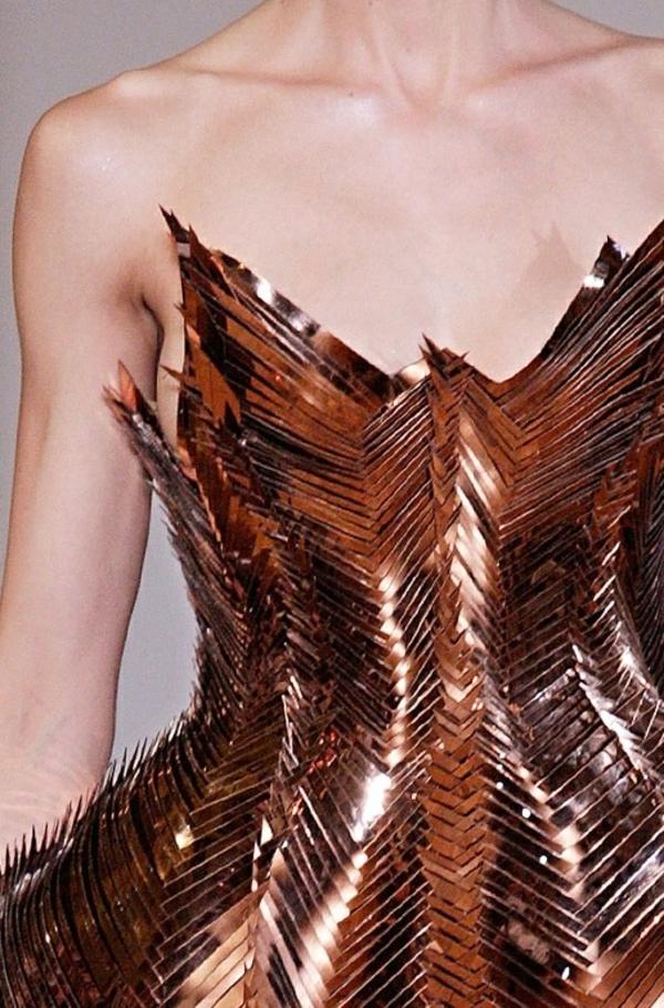Kleid motive Silber linien streng