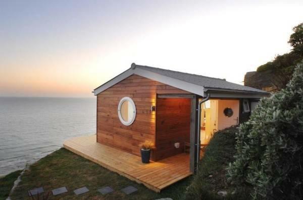 Kleines holzhaus an der meeresk ste for Minihaus aus holz