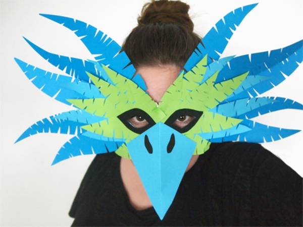 Schöne-Tiermasken-mit-Kindern-basteln-grün-blau