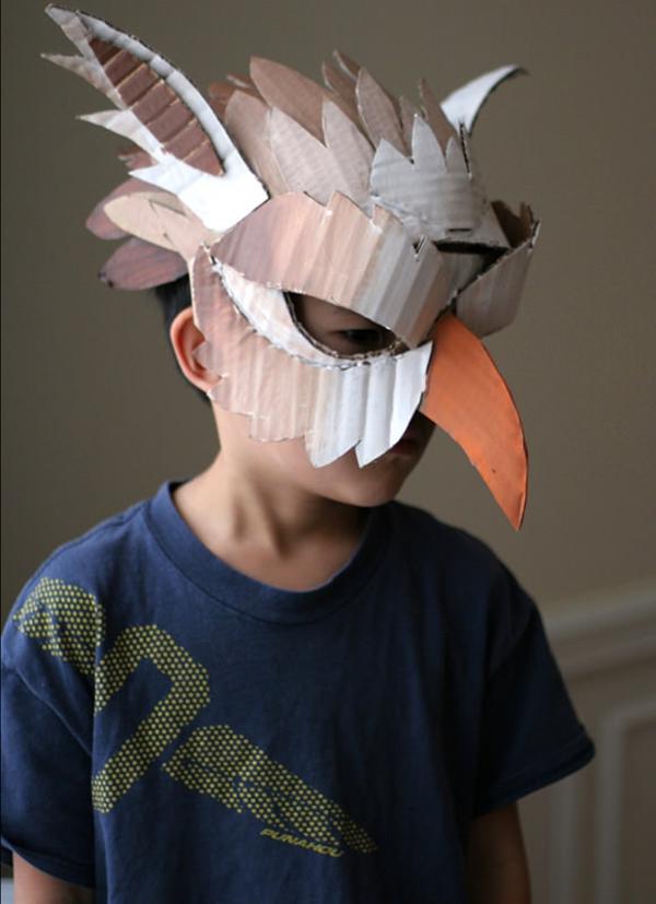 Schöne-Tiermasken-mit-Kindern-basteln-vogel