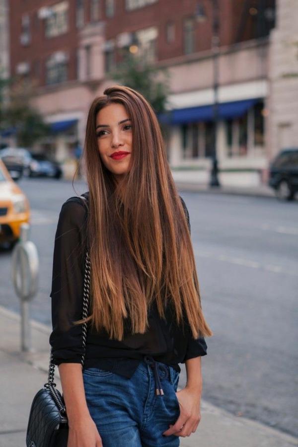 Selbstbewusstsein ausstrahlen rote lippen lange haare