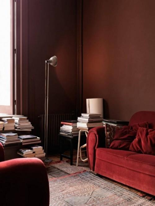 Trendfarbe-Marsala-inneneinrichtung-wohnstil-sofa