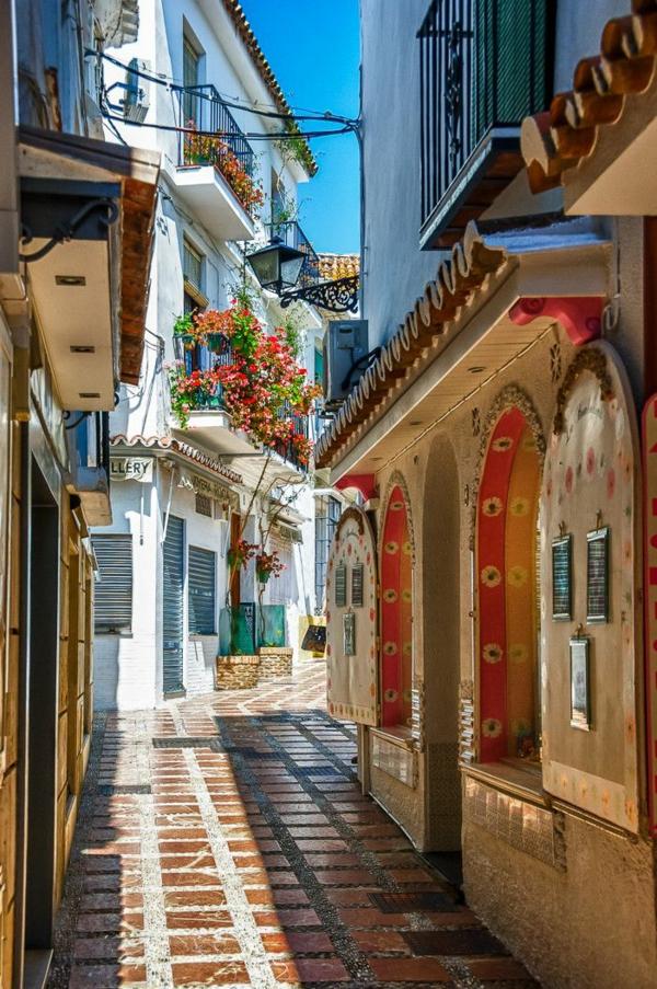 Urlaub Südspanien marbella straßen häuser grelle farben