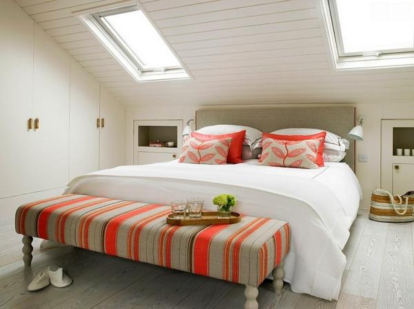 Velux Dachfenster schlafzimmer Dachflächenfenster bettbank streifen