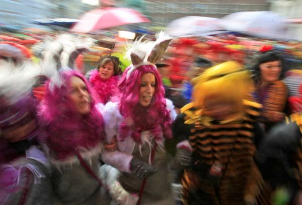 deutschland karneval fasching bunt farben weiberfastnacht