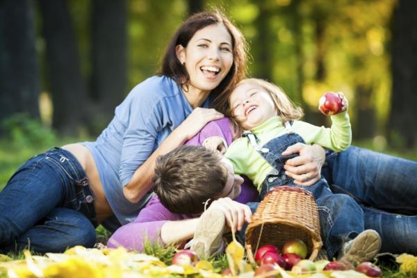 abnehmen mit genuss familienfoto äpfel