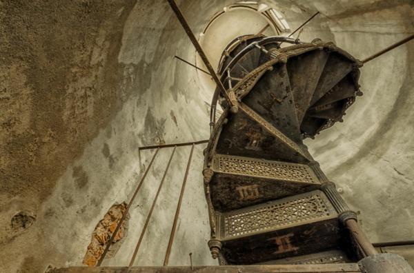 alte treppen gusseisen geschwungen