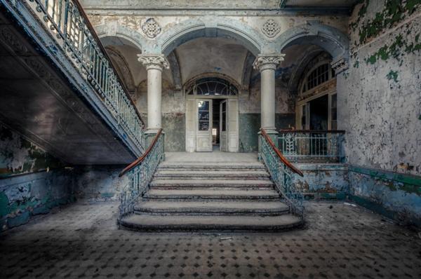 alte treppen innenhof steintreppe
