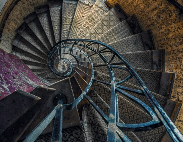 alte treppen schneckenförmig geschwungen