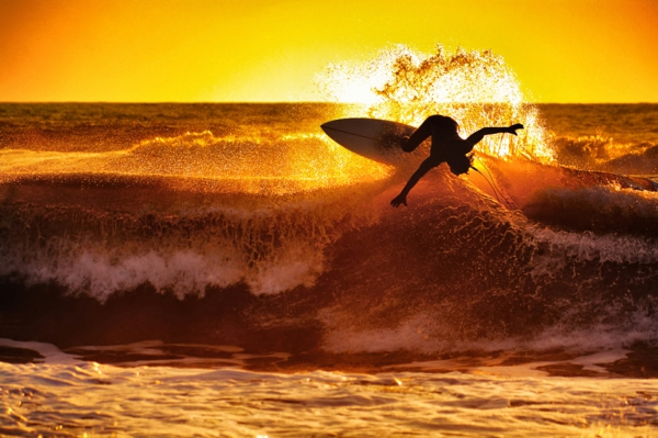atemberaubendes foto surfer chris burkad