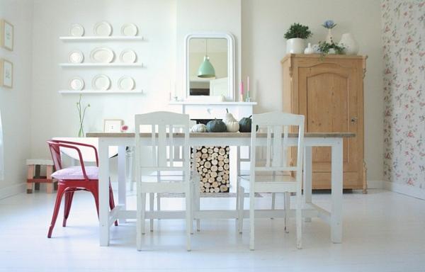 brennholz lagern esstisch weiße stühle