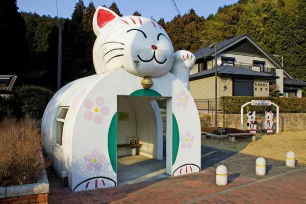 bushaltestelle glückliche katze japan