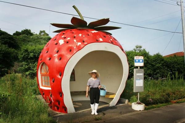 bushaltestelle japan erdbeere