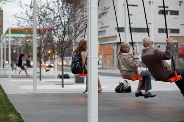 bushaltestellen schaukel bushaltestelle