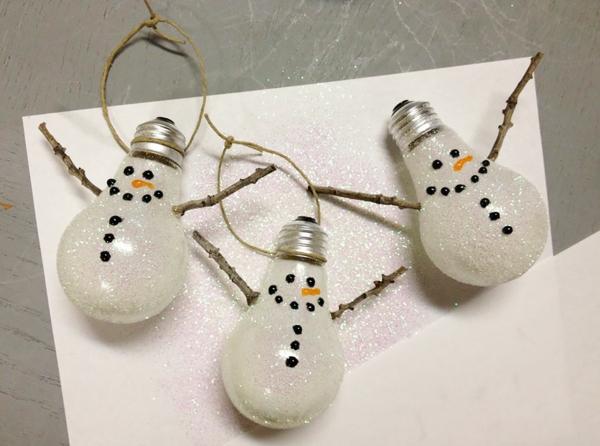 projekte alte glühbirnen bastelideen für weihnachten schneemännchen