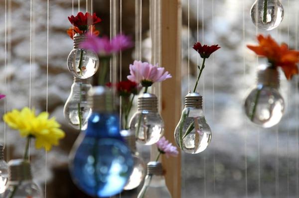 diy projekte alte glühbirnen blumen blumenampeln