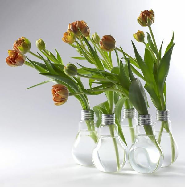 diy projekte alte glühbirnen blumen vasen tulpen