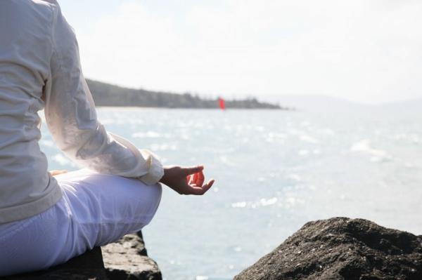 entspannungstechniken meditieren am meer relax