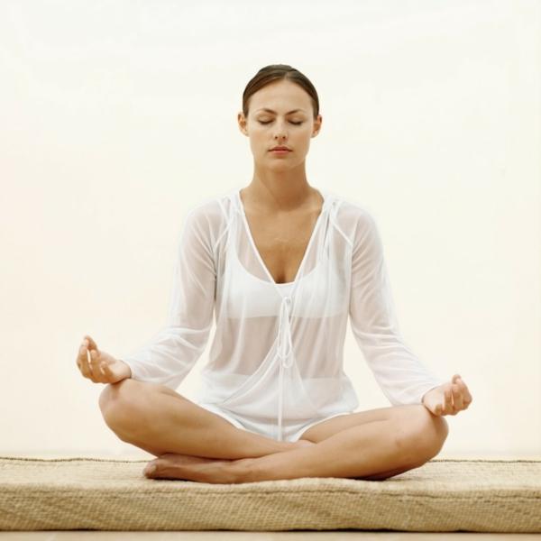 entspannungstraining meditation schneidersitz