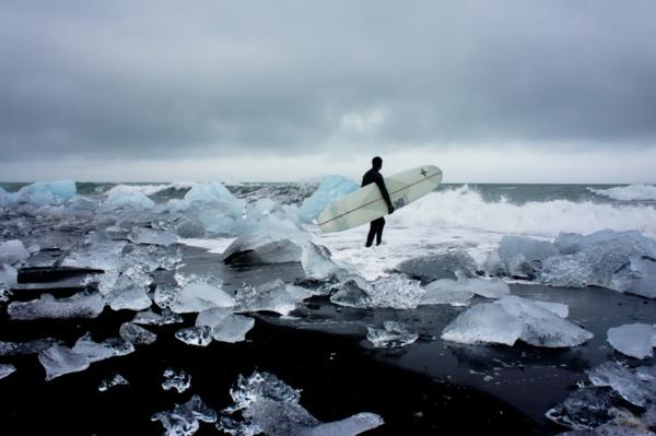 fotografer chris burkard surfer fotos eis wasser